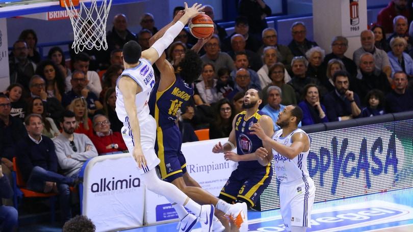 Basket Serie A, Avellino rimonta dal -23 e batte Varese. Ok Cremona e Venezia