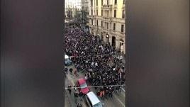 Milano, continua l'invasione dei tifosi dell'Eintracht