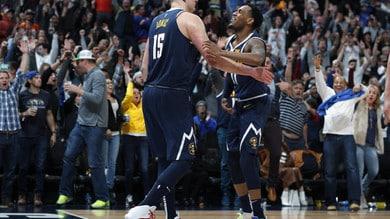 NBA, che spettacolo a Denver! LeBron e i Lakers, un'altra sconfitta