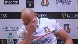 Le lacrime di Parisse dopo la sconfitta con la Francia