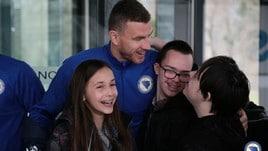 Bosnia, Dzeko festeggia le 100 presenze con i bambini affetti da sindrome di Down