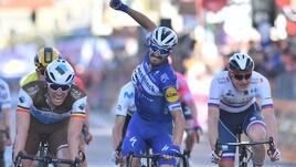 Ciclismo: Alaphilippe fa sua la Milano Sanremo, delusione Sagan