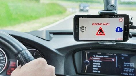 Guida contromano: Bosch realizza un sistema di allarme