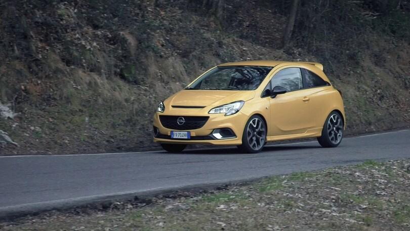 Opel Corsa GSi tra i tornanti del Selvino