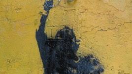 Roma, addio al Totti di Rione Monti: il murales resta imbrattato