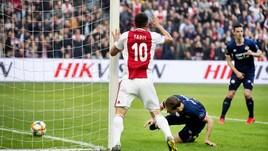 L'Ajax batte il Psv e riapre il campionato