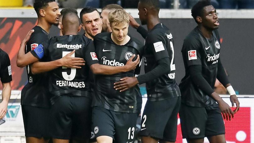 Bundesliga: l'Eintracht resta quarto, lo Schalke 04 inguaia l'Hannover