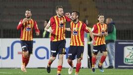 Serie B, il Lecce vince ed è secondo: sconfitto 2-0 il Pescara