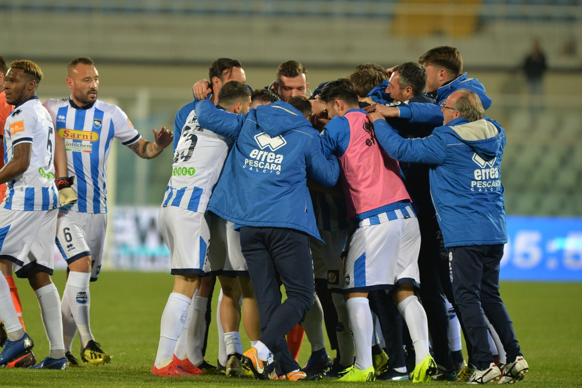 Serie B, Pescara-Palermo 3-2: gol e spettacolo, decide Scognamiglio