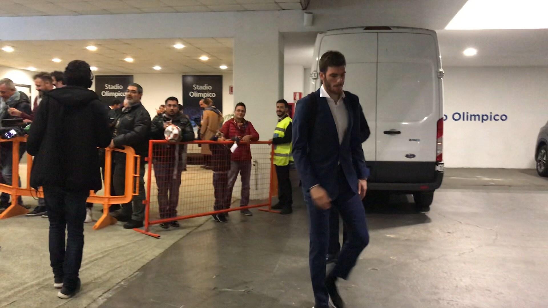 Roma, altro problema muscolare: Santon esce dallo stadio zoppicando