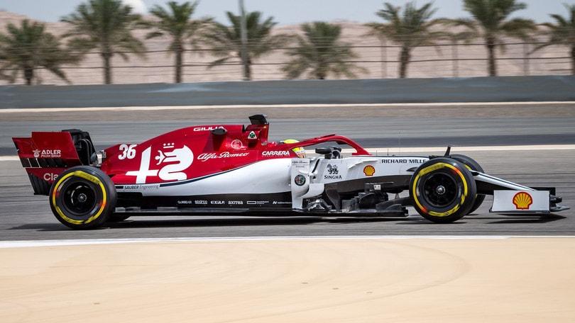 Mick Schumacher debutta in Bahrain, la sua Ferrari è già ai vertici