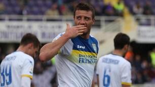 Prodezza di Ciofani, il Frosinone espugna il Franchi: gol e bacio ai tifosi