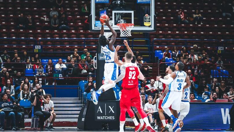Basket, Serie A: l'Olimpia Milano perde anche in campionato, vince Sassari 93-79