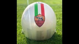 «Una maglia per la vita»: ecco il casco da pista di Totti