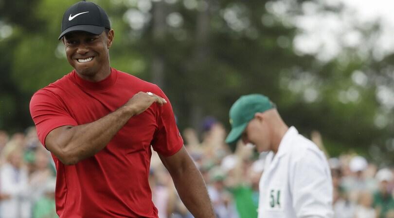 Golf, Tiger Woods trionfa all'Augusta Masters 14 anni dopo l'ultima volta