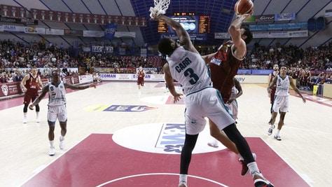 Basket, Serie A: Brindisi corsara a Bologna. Vittoria all'overtime per Venezia