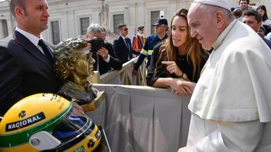 F1, a Papa Francesco in dono il casco di Senna