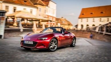 Mazda, la MX-5 diventa ibrida