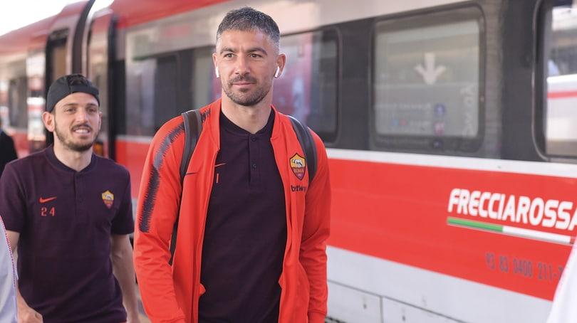 La Roma in partenza per Milano: ovazione dei tifosi per Totti, Dzeko e Zaniolo