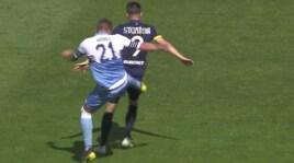 Milinkovic Savic, calcio nel sedere a Stepinski e cartellino rosso