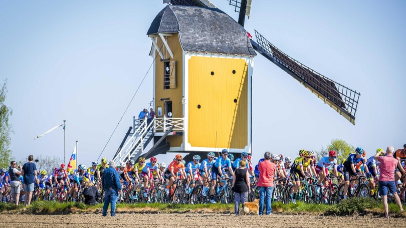 Amstel Gold Race: impresa di Van der Poel, beffati Alaphilippe e Fuglsang
