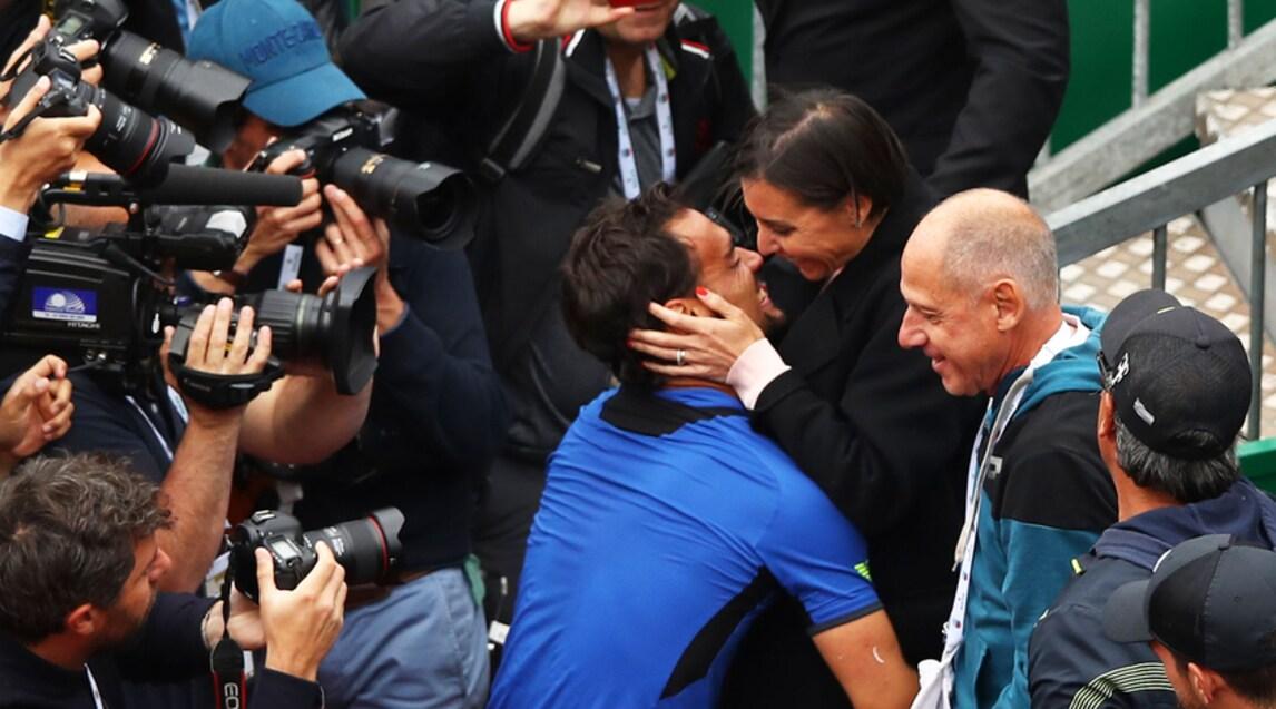 <p>Il tennista azzurro è corso ad abbracciare la compagna dopo lo storicotrionfo in finale</p>