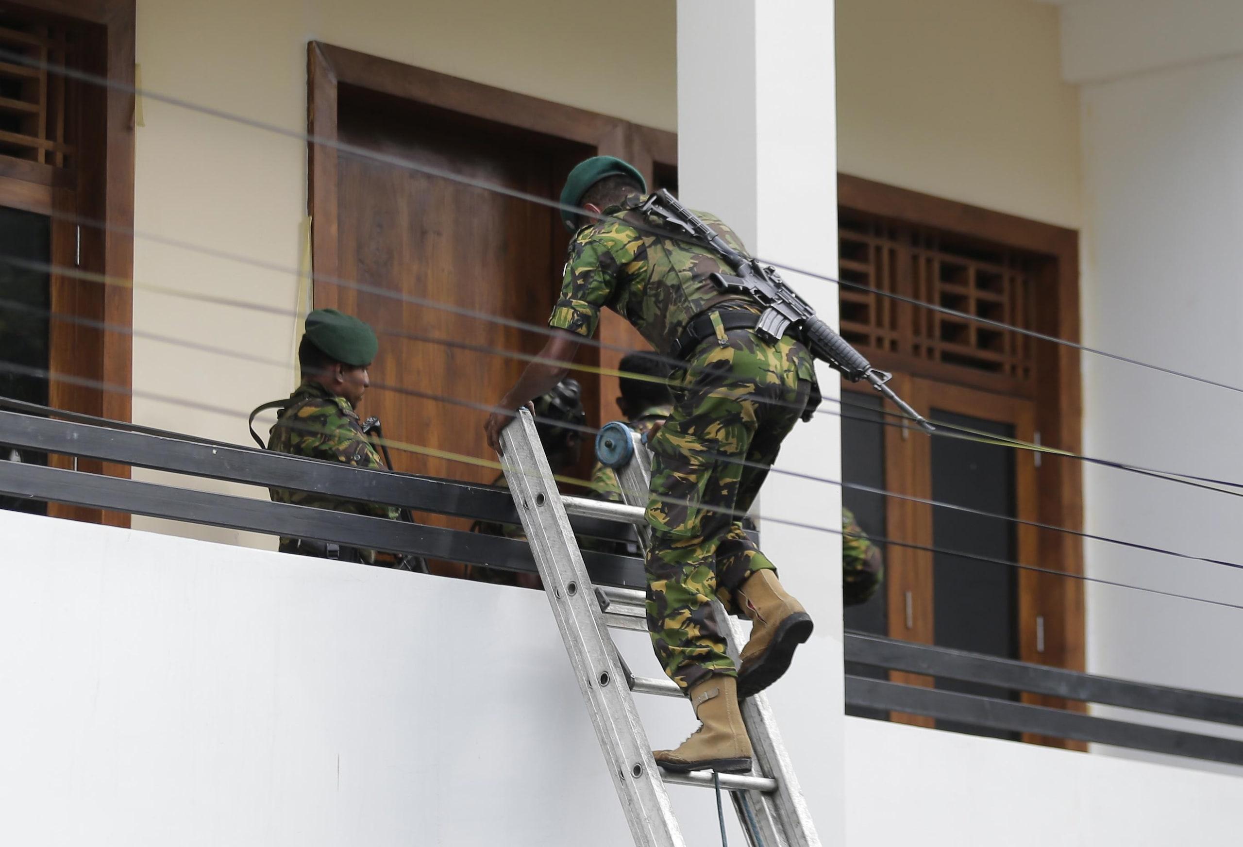 Sri Lanka: governo, i kamikaze erano 7