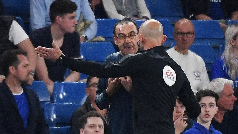 Sarri insultato dalla panchina del Burnley: «Italiano di m…»