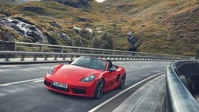 Porsche, progetto elettrico e ibrido per il 2022