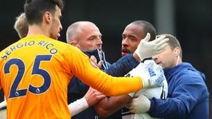 Fulham, che paura per Denis Odoi: perde i sensi in campo!