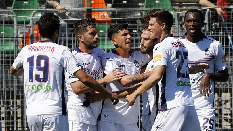 Serie B, pari in extremis per il Palermo. Poker Crotone, crolla la Salernitana