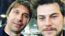 Conte avvistato a Roma: selfie con i tifosi all'aeroporto