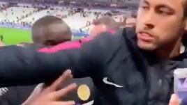 Caos Psg, Neymar dà un pugno al tifoso e Ben Arfa trolla: Remuntada!