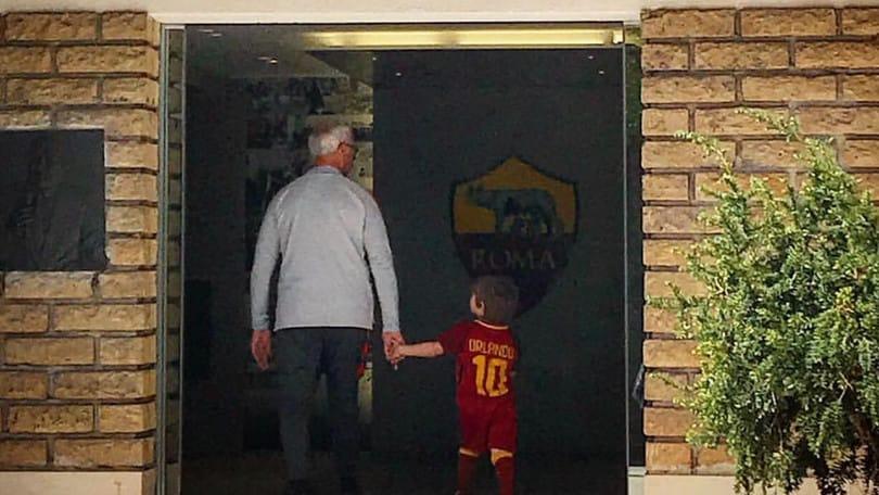 Ranieri, cuore di nonno: porta il nipotino a conoscere i giocatori