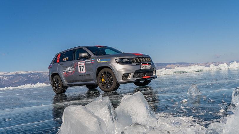 Jeep Grand Cherokee Trackhawk a 280 km  h sul ghiaccio