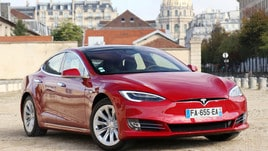 Tesla avvia una raccolta fondi, obiettivo 2 miliardi di dollari