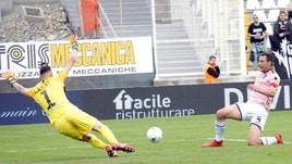 Serie B, il Palermo torna in corsa per la A. Finale thriller a Venezia