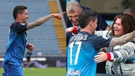 Farias stende la Fiorentina: il gol e l'abbraccio a bordo campo