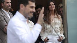 Casillas dimesso dall'ospedale: accanto a lui c'è Sara Carbonero