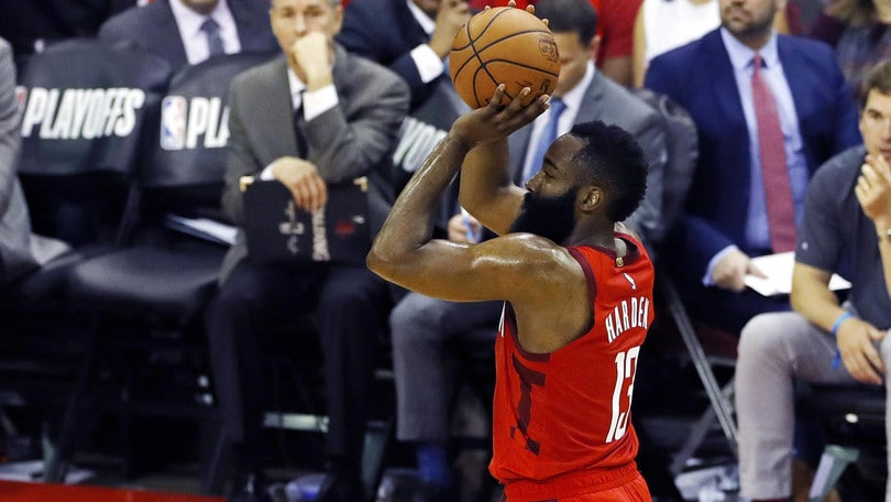 NBA Playoff, Harden ne fa 38: 2-2 tra Golden State e Houston. Boston ko