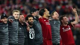 Liverpool, festa in campo. Salah con una maglia speciale