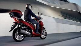 Immatricolazioni moto e scooter: SH 300 e BMW R 1250 GS in vetta ad Aprile