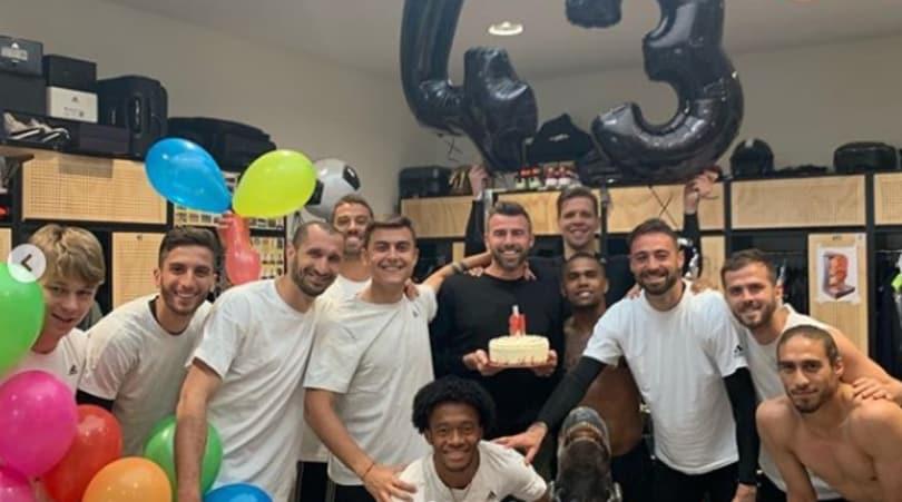 Juventus, festa a sorpresa per Barzagli organizzata da Dybala