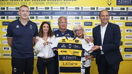 Volley: Velasco dice addio alla panchina, Modena lo saluta con affetto