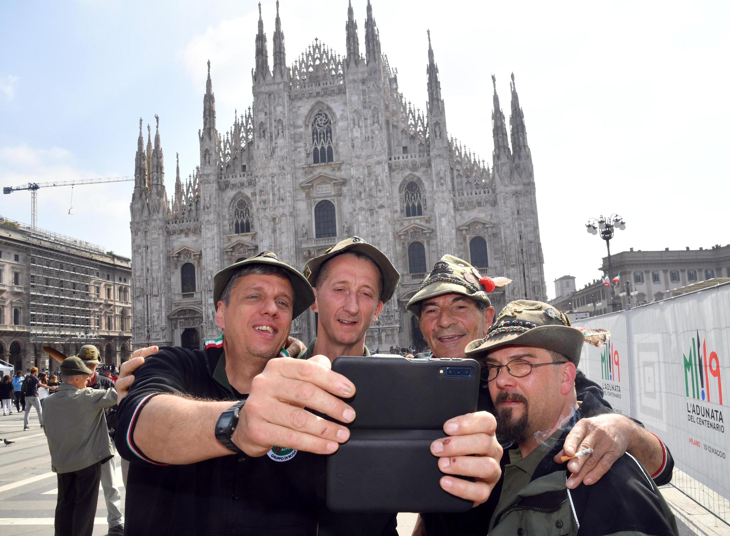 Adunata Alpini, alzabandiera in Duomo