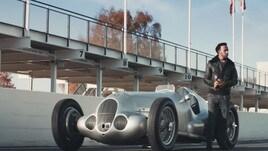 Lewis Hamilton sfreccia sulla Mercedes W125 nello spot IWC - Il video