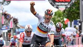 Ciclismo: al tedesco Ackermann il primo sprint del Giro, Viviani secondo