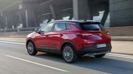 Opel, le foto del Suv elettrico Grandland X Plug-In Hybrid