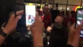 Video: Giuliano Sangiorgi canta Meraviglioso per la promozione del Lecce in serie A