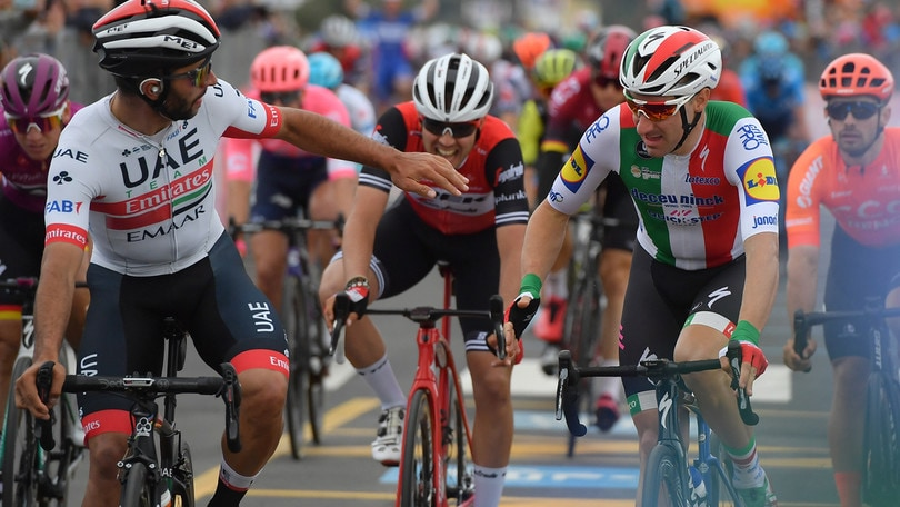 Giro d'Italia: Elia Viviani beffato. Vince ma viene declassato, 3ª tappa a Gaviria